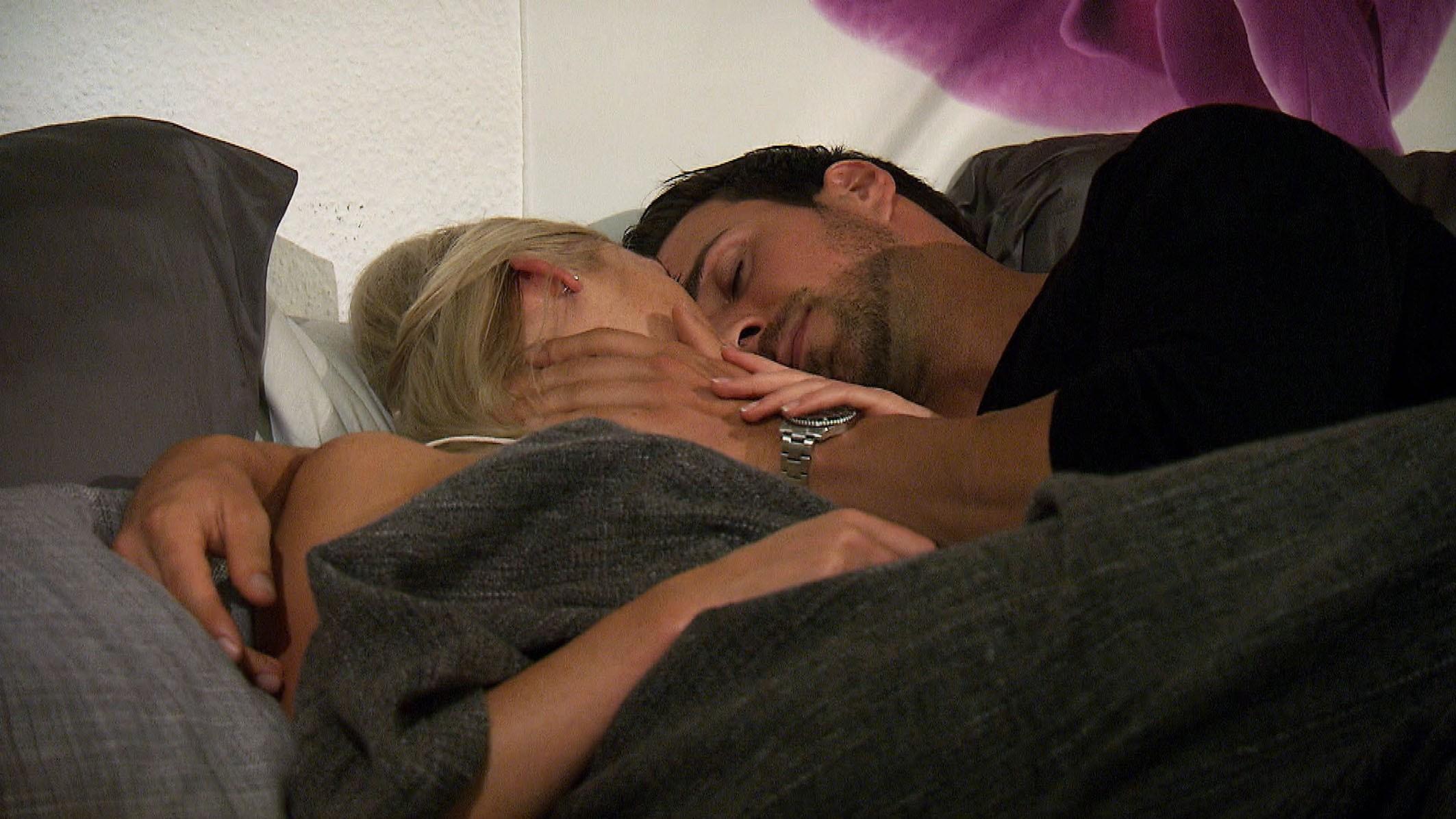 Der Bachelor 2016 Folge 6 - Leonard verbringt die Nacht bei Daniela