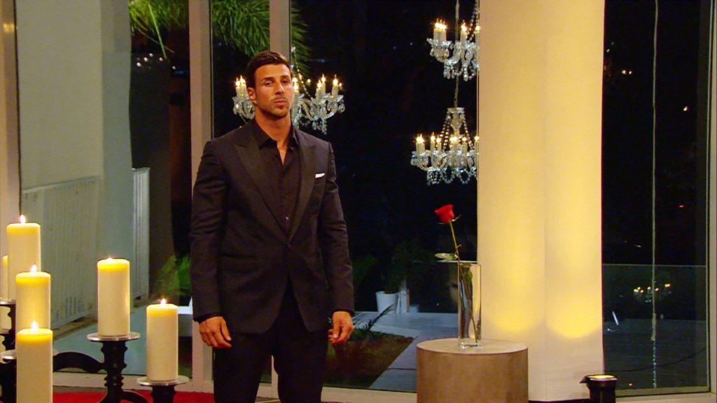 In der letzten Nacht der Rosen hat Leonard die wahrscheinlich schwerste Entscheidung der letzten Wochen zu treffen.
