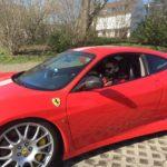 Herz zu verschenken - Menderes Bagci im Ferrari