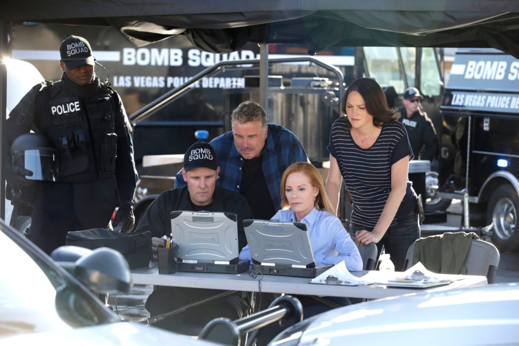 Gil Grissom (William Petersen, M.), Catherine Willows (Marg Helgenberger) und Sara Sidle (Jorja Fox, r.)