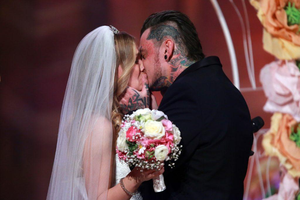 Sandra Berger und ihr Verlobter Victor heiraten in der Event-Show im Kloster Eberbach.