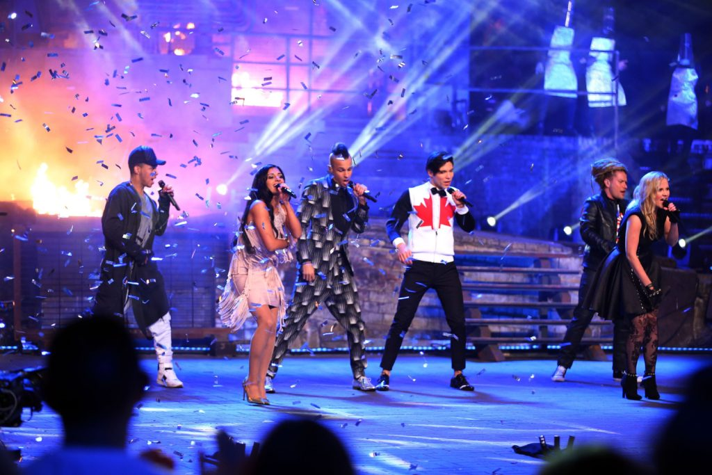 "Die Top 6 performen ihren ersten Gruppensong ""Get Down Saturday Night"" in der Event-Show im Landschaftspark Duisburg"