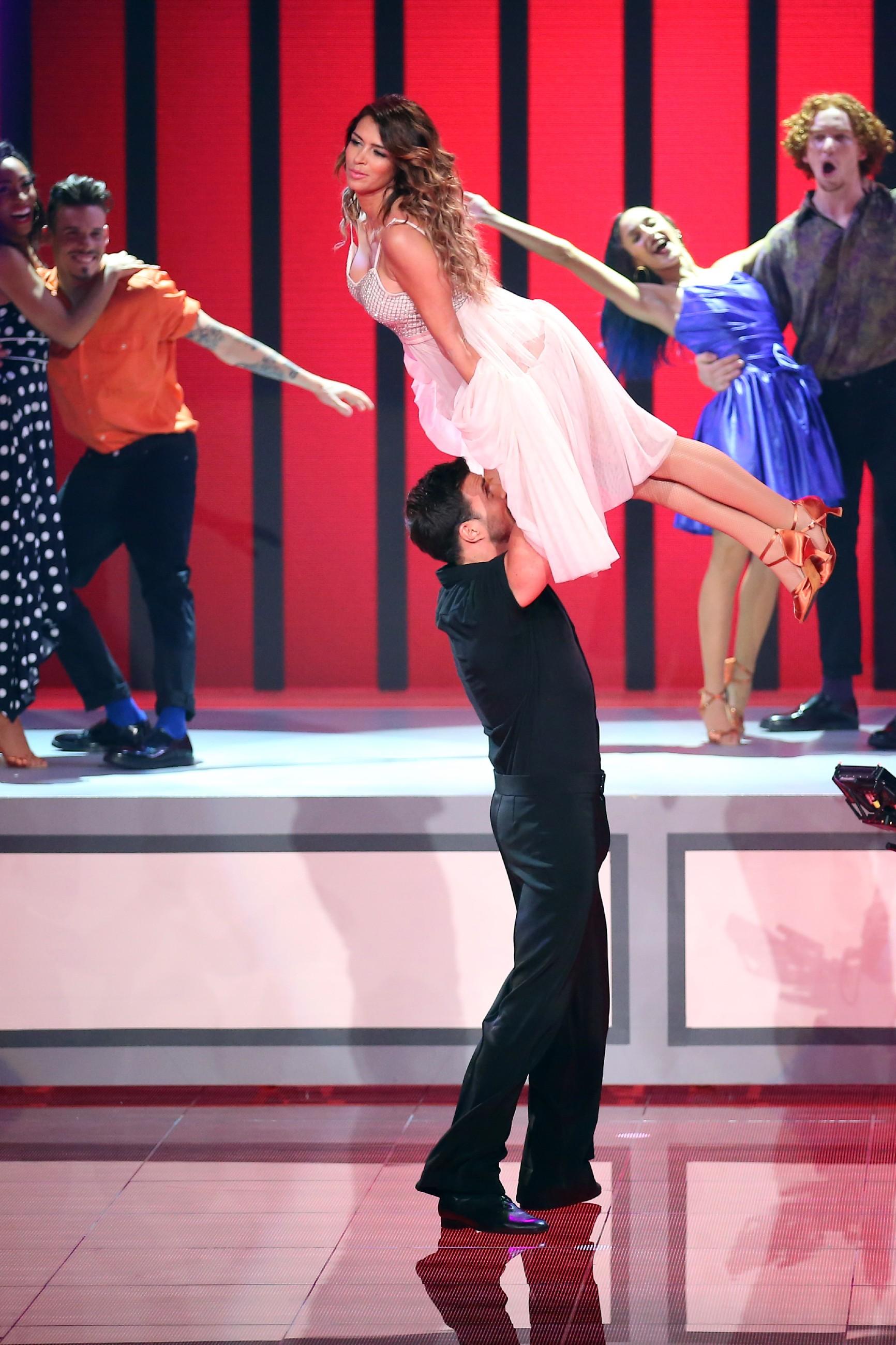 Dance dance dance stars on tv for Spiegel tv heute abend thema