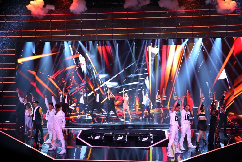 """Das Opening der vierten Show von """"Dance Dance Dance""""."""