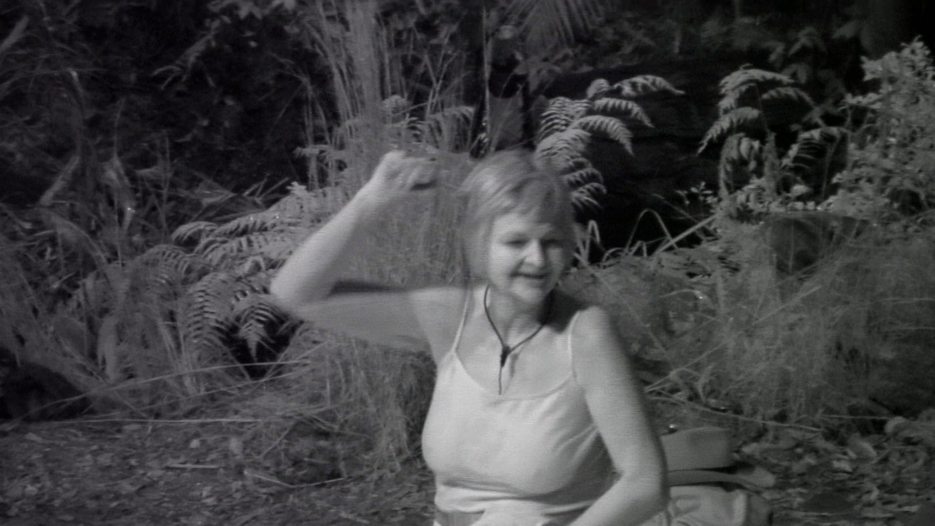 Der dritte Tag in Folge bei Reis und Bohnen schlägt besonders Kader Loth aufs Gemüt. Im Dschungeltelefon spricht sie klare Worte. Sie will das Camp verlassen.