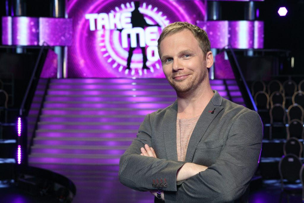 In der rasant-witzigen Dating-Show mit Ralf Schmitz stellt sich ein Mann 30 attraktiven Ladies. Über drei Runden muss er die Frauen von seinem Typ überzeugen, um sich dann für seine Herz-Dame zu entscheiden.