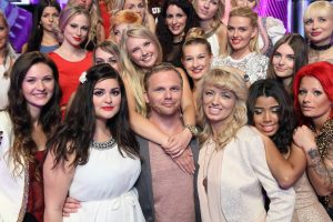 Take me Out 2017 - Ralf Schmitz inmitten der 30 Single Frauen
