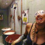 """Dschungelprüfung 8 """"Dschungelschlachthof"""" - Sarah Joelle inmitten von Fischabfällen"""