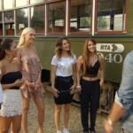 Der Bachelor 2017 Folge 6 - Sebastian mit den Ladys bei der Stadtrundfahrt