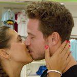 Der Bachelor 2017 - Sebastian und Clea-Lacy küssen sich