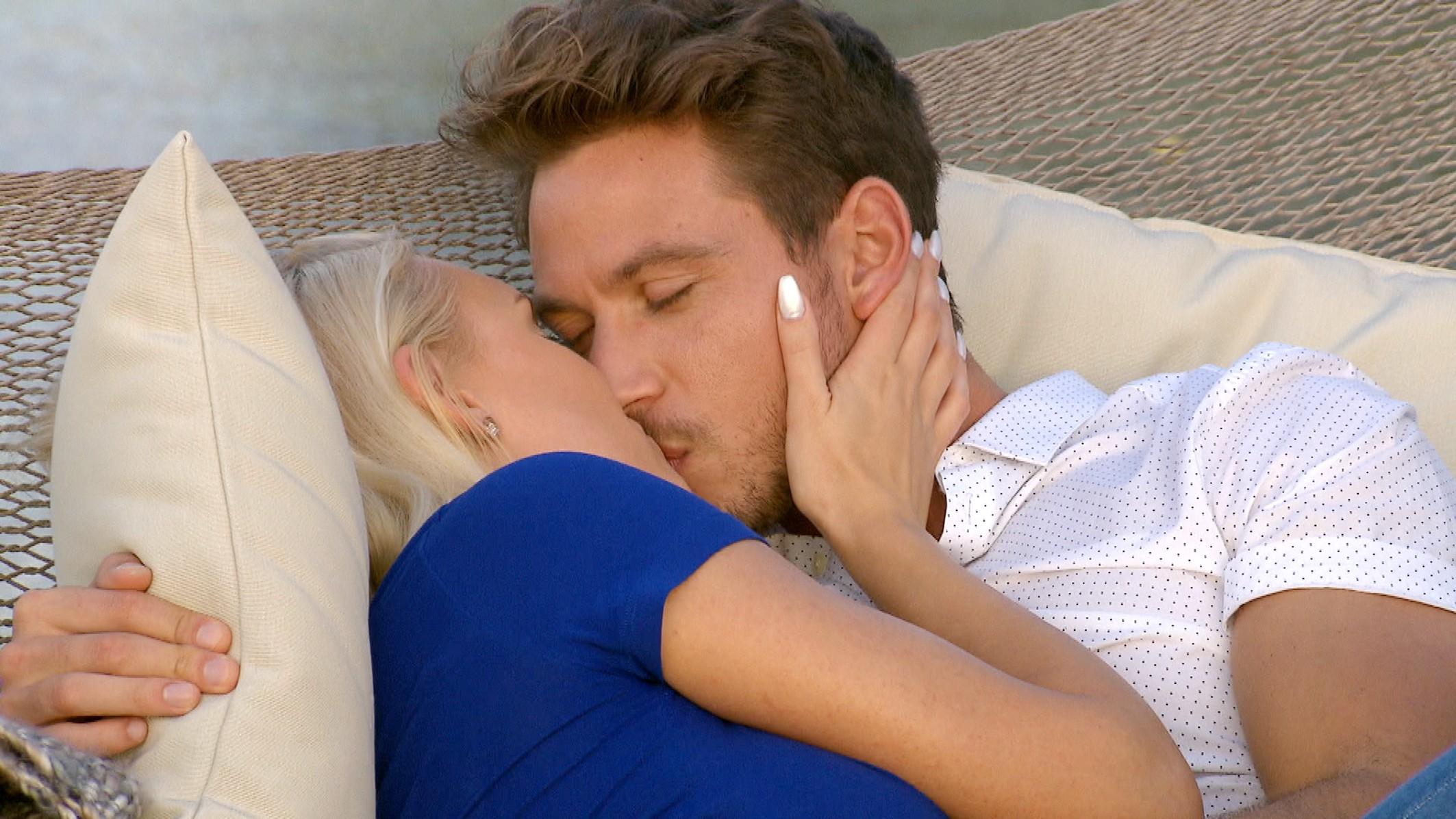 Der Bachelor Finale 2017 - Sebastian und Erika küssen sich