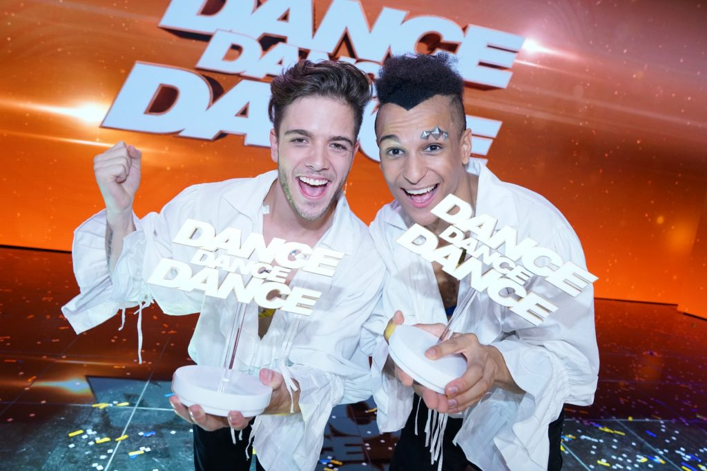 """Die Sieger: Prince Damien (r.) und Luca Hänni gewinnen """"Dance Dance Dance"""" 2017"""