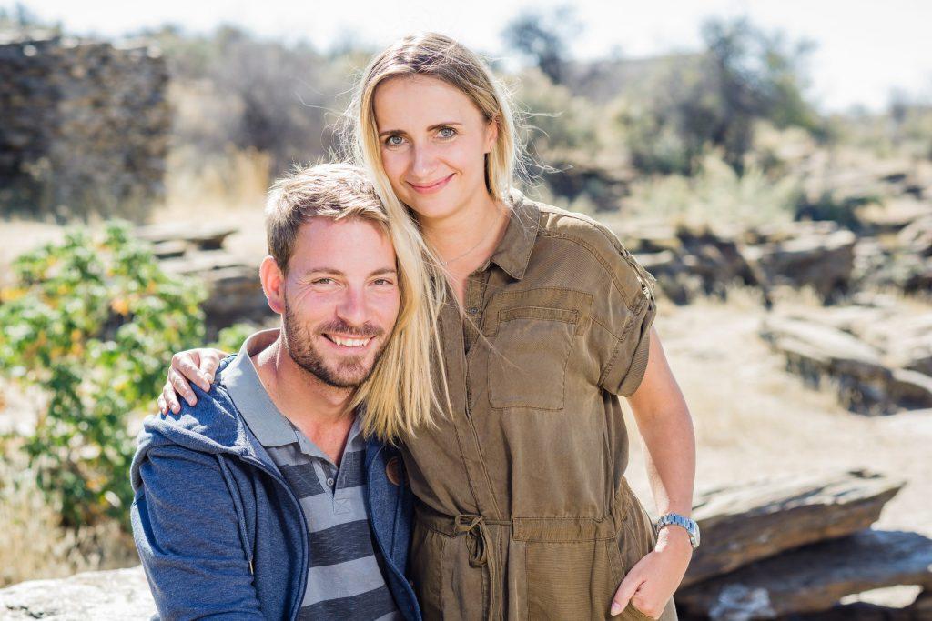 Gerald (30), der attraktive Farmer aus Namibia hat sich auf dem Scheunenfest u.a. für Anna (27, Projektleiterin) entschieden. Sie ist zur Hofwoche auf seine Farm in Namibia.