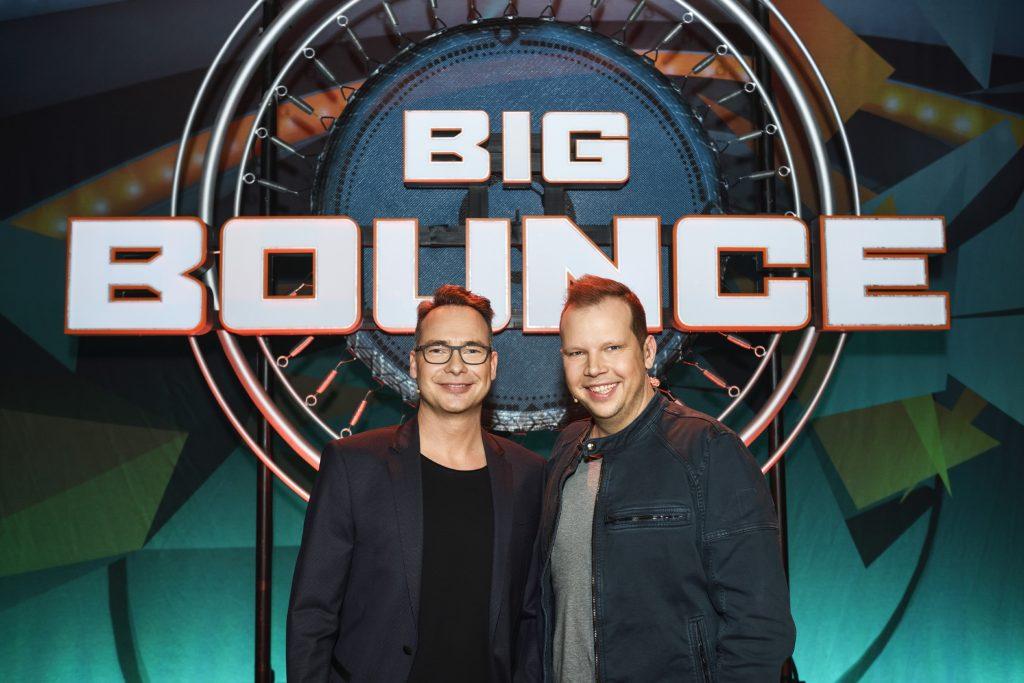 """Die neue Physical-Game-Show """"Big Bounce - Die Trampolinshow"""" wird moderiert und kommentiert von Matthias Opdenhövel (l.) und Wolff-Christoph Fuss."""