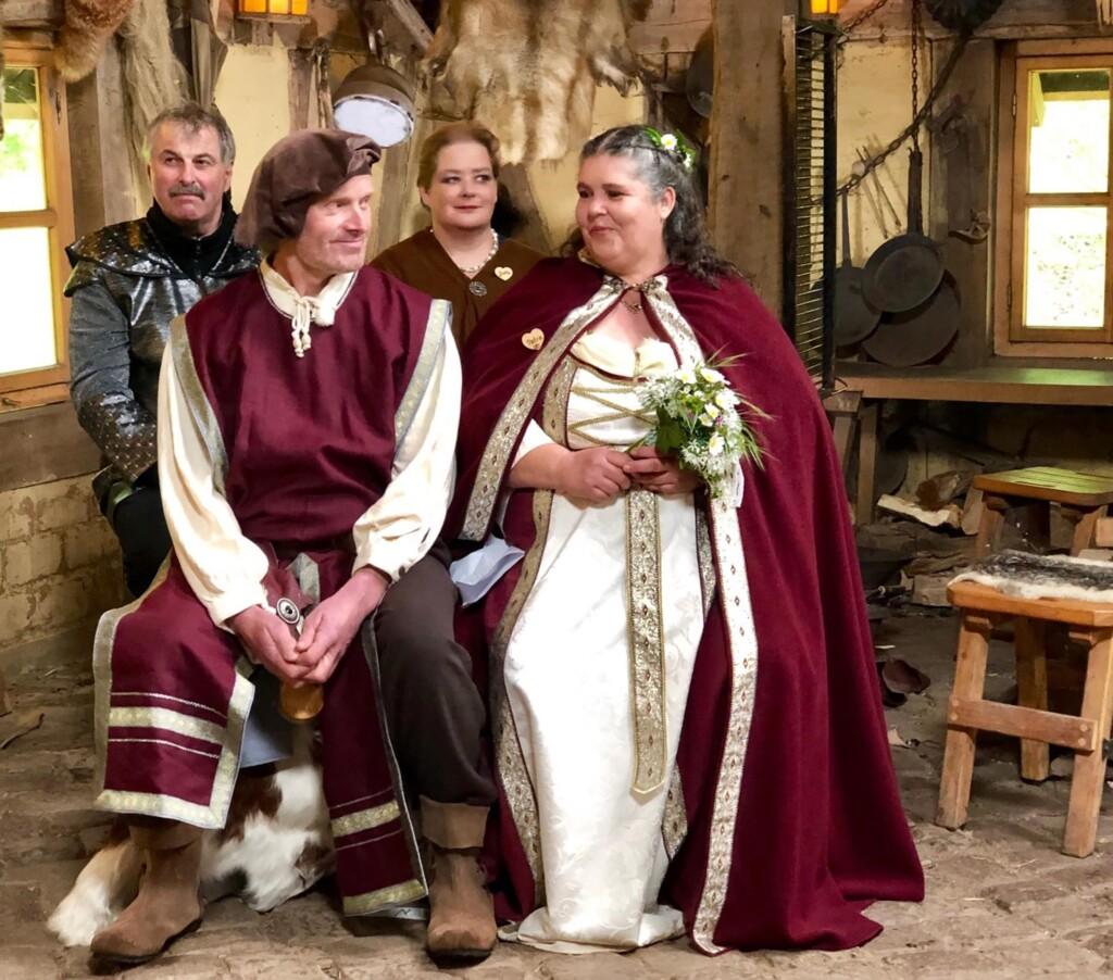 Bauer sucht Frau - Petra und Norbert heiraten im Stile des Mittelalters