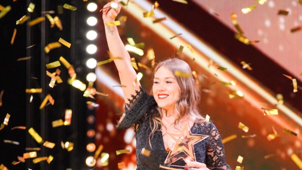 """Nina Richel - Sängerin aus Hildesheim kann ihr Glück nicht fassen. Jurymitglied Sarah Lombardi hat für sie den """"Goldenen Buzzer"""" gedrückt."""