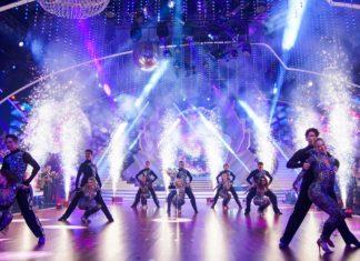 """Das """"Let's Dance"""" Profitänzer-Ensemble präsentiert die schönsten Tour-Tänze im Studio."""