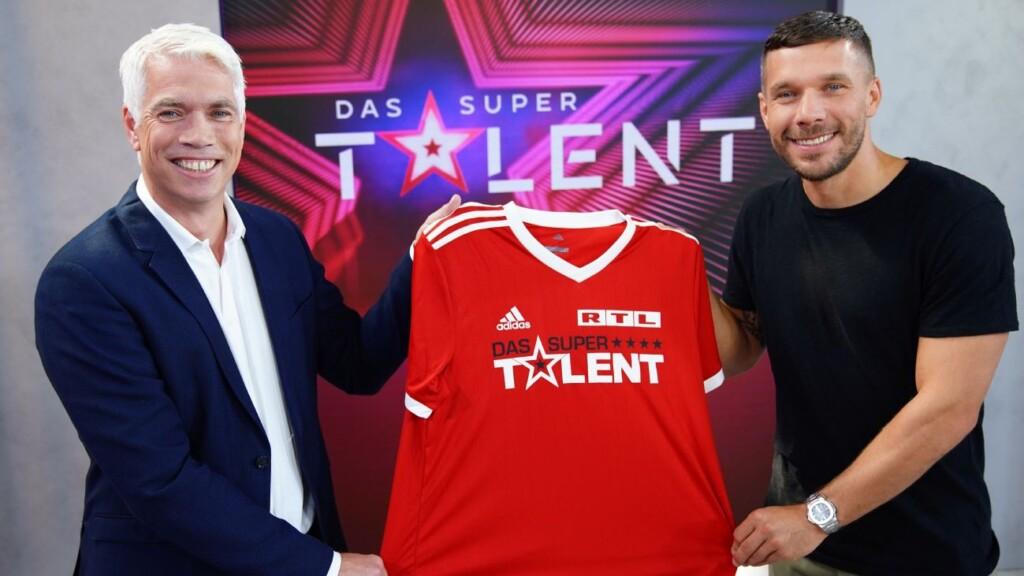 """Lukas Podolski (r.) wird Juror bei """"Das Supertalent""""."""
