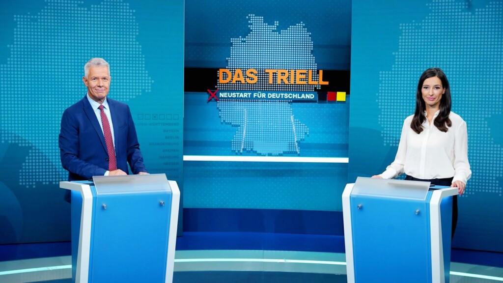 """RTL Moderatoren Pinar Atalay und Peter Kloeppel im """"Das Triell""""-Studio-Set in Berlin"""
