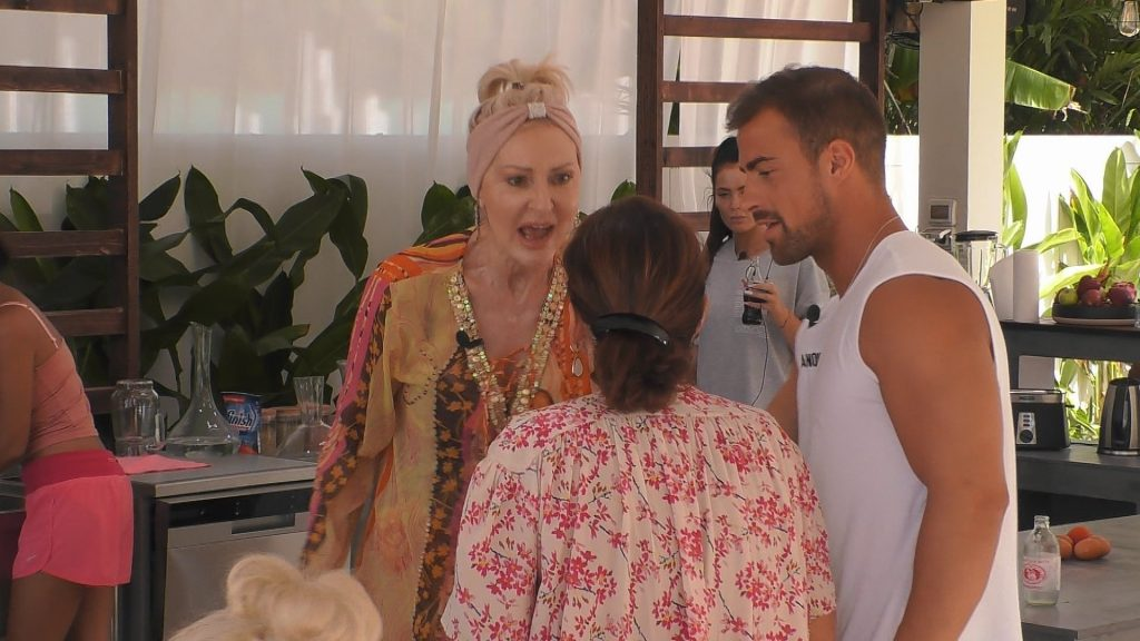 Désirée Nick rastet gegenüber Claudia Obert aus. Tobias Wegener mittendrin.