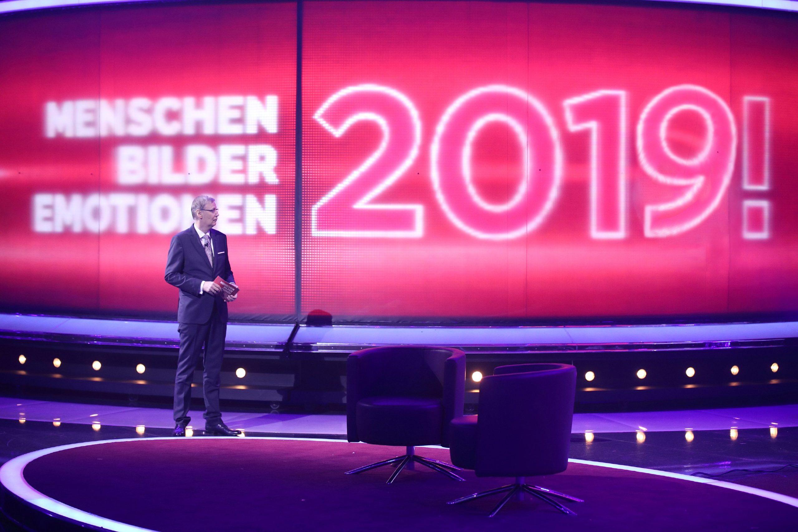 """Moderator Günther Jauch präsentiert den RTL-Jahresrückblick """"2019! Menschen, Bilder, Emotionen""""."""