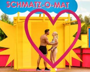 Love Island 2021 Tag 2 - Jannik und Lisa küssen sich bei der Challenge