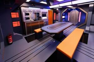 Promi Big Brother 2021 - Der Essbereich in der Raumstation