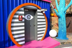 Promi Big Brother 2021 - Zugang zum Sprechzimmer auf dem Big Planet