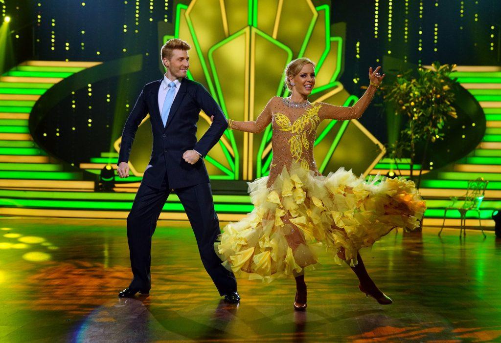 """In der vierten Liveshow von """"Let's Dance"""" gibt Isabel Edvardsson ihre Schwangerschaft bekannt."""