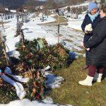 Schwiegertochter gesucht 2017 - Vera und Beate am Grab von Irene