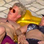 Das Sommerhaus der Stars 2017 Folge 2 - Markus und Yvonne nehmen ein Sonnenbad