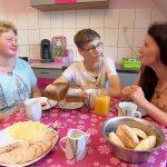 Schwiegertochter gesucht 2017 Folge 2 - Oliver mit Mutter Katrin und Tutti