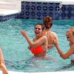 Der Bachelor 2018 Folge 2 - Die Ladys im Pool