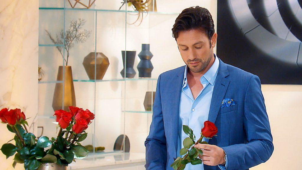 In der zweiten Nacht der Rosen ist es wieder soweit: Daniel muss sich entscheiden welche der Ladys er weiter kennenlernen will.