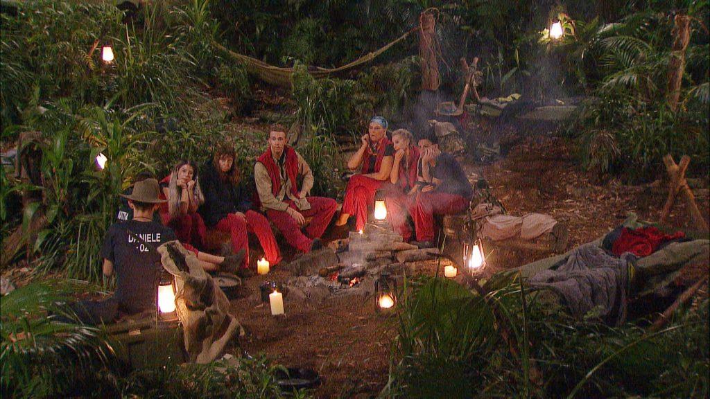 Tag 11 im Camp. Die acht verbliebenen Dschungelstars bekommen Post von ihren Liebsten.
