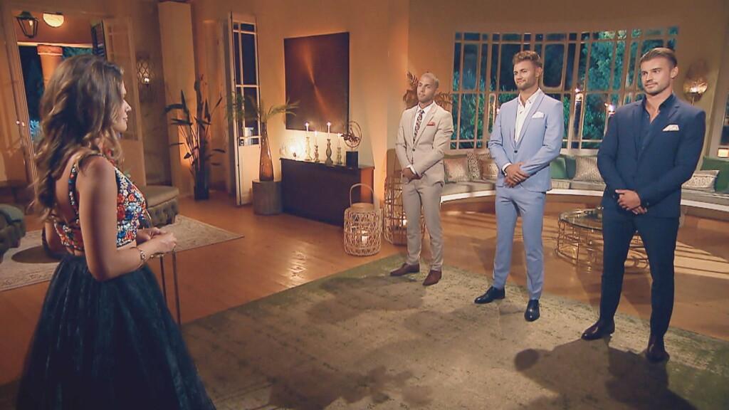 Filip, Daniel und Alex (v.l.) müssen zittern, während Nadine eine schwere Entscheidung treffen muss.