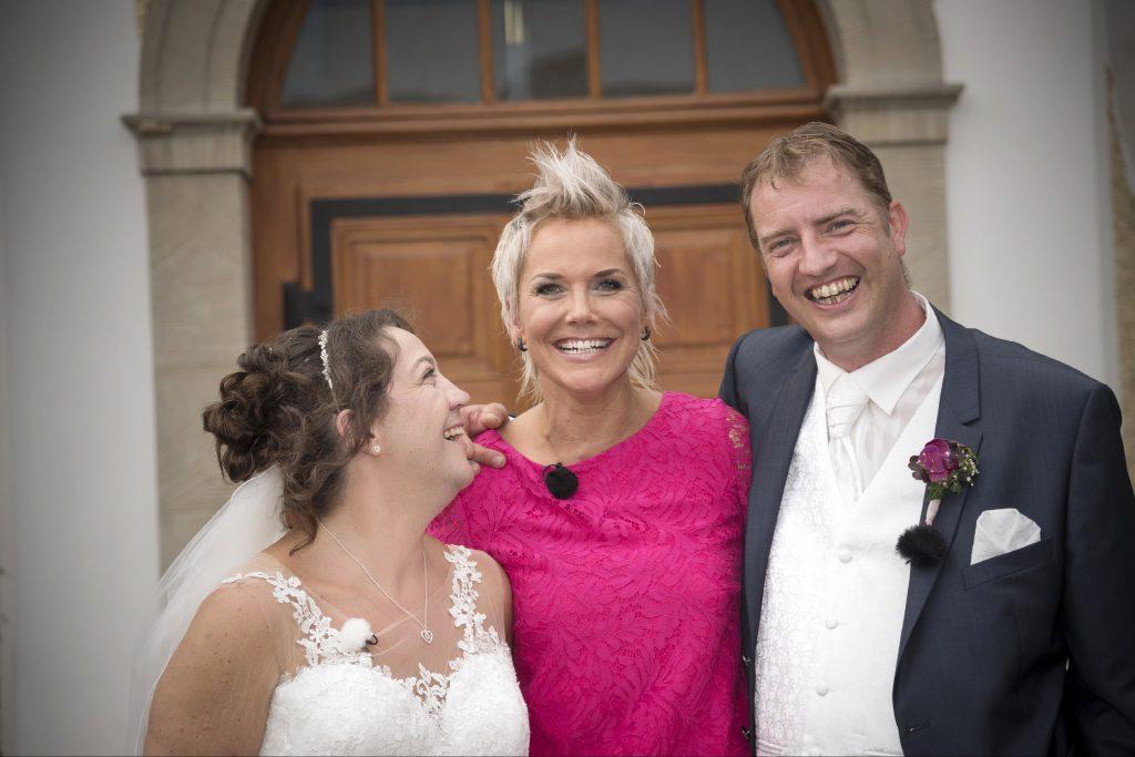"""Nur wenige Wochen nach der standesamtlichen Trauung, hat das """"Bauer sucht Frau""""-Paar Nadine und Benny jetzt auch vor Gott """"Ja"""" zueinander gesagt."""