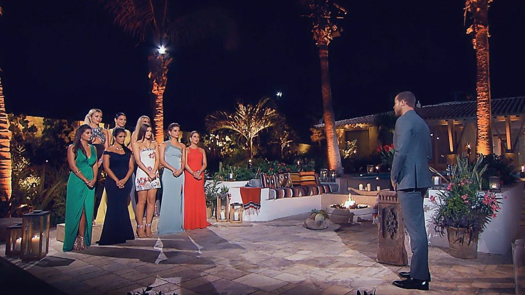 In der sechsten Nacht der Rosen warten die Ladies angespannt auf Andrejs Entscheidung.