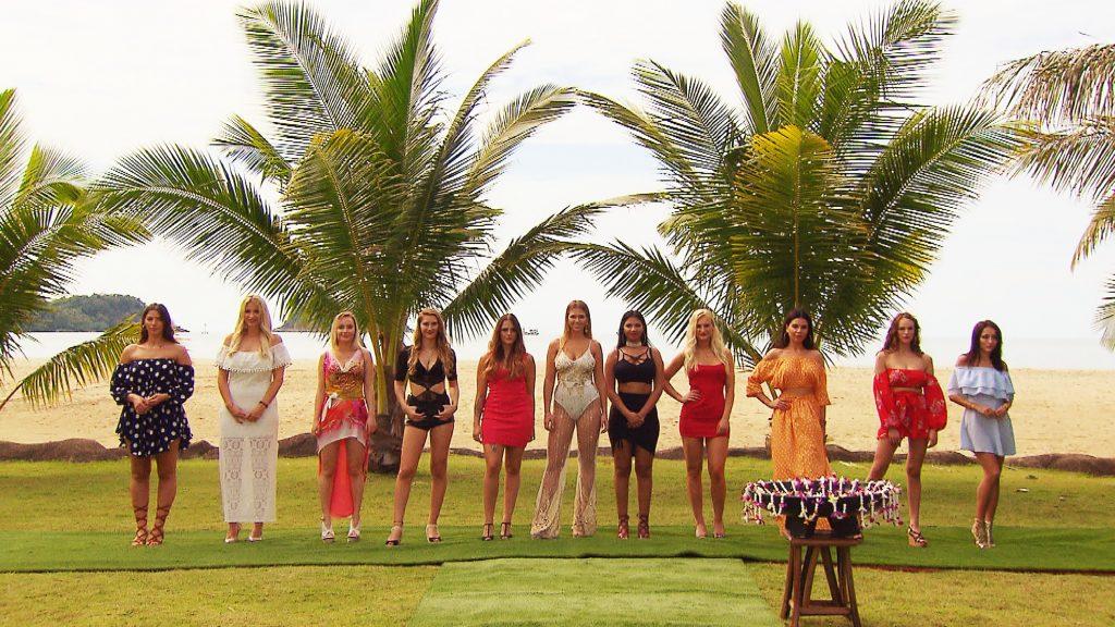 Die Verführerinnen Patrizia, Janina, Tabea, Michelle, Jenni, Maria, Nicole, Giulie, Maryana, Vasfije, Anastasiya (v.l.)