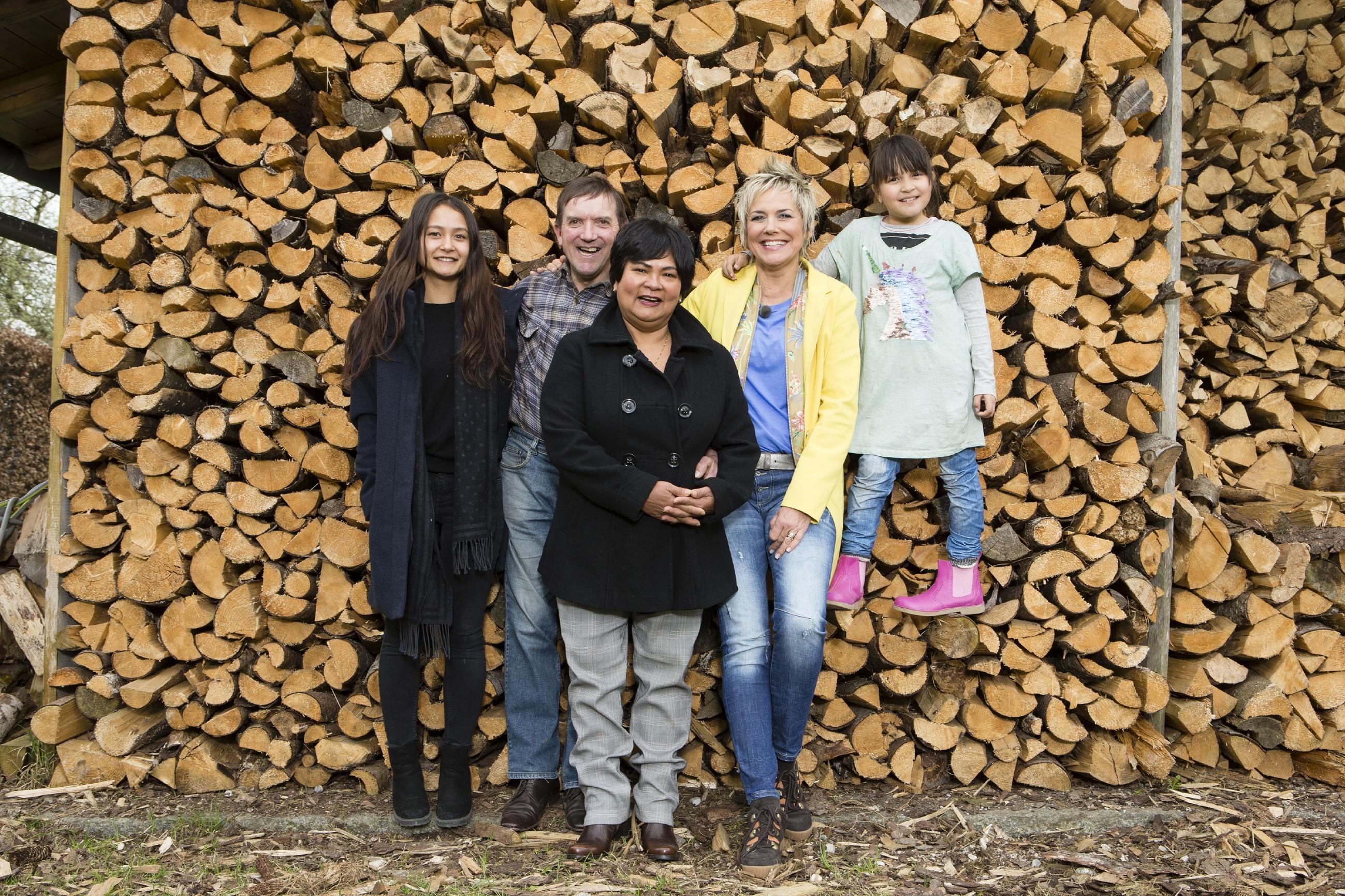 Josef & Narumol Spezial - Moderatorin Inka Bause mit Jenny, Josef, Narumol und Jorafina