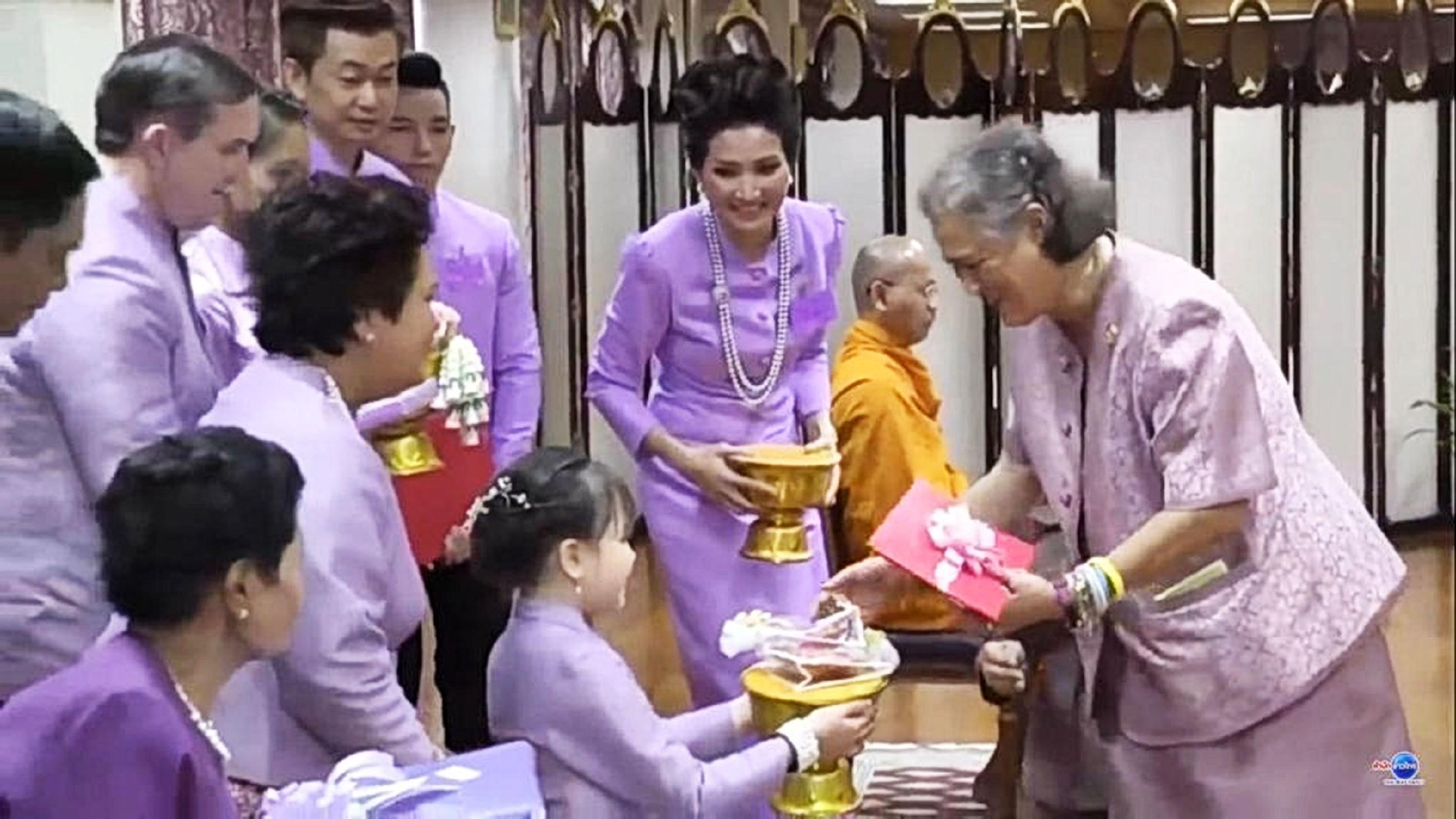 Josef & Narumol Spezial - Im Königspalast treffen Narumol, Jorafina , Josef, Jenny und Jack auf die thailändischen Prinzessin Maha Chakri Sirindhorn