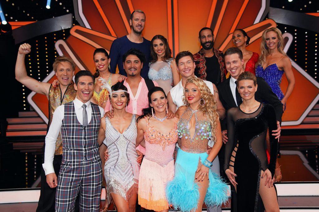 Diese acht Paare sind in der nächsten Sendung am 10.05.2019 wieder dabei. Auf dem Foto fehlt der verletzte Benjamin Piwko.