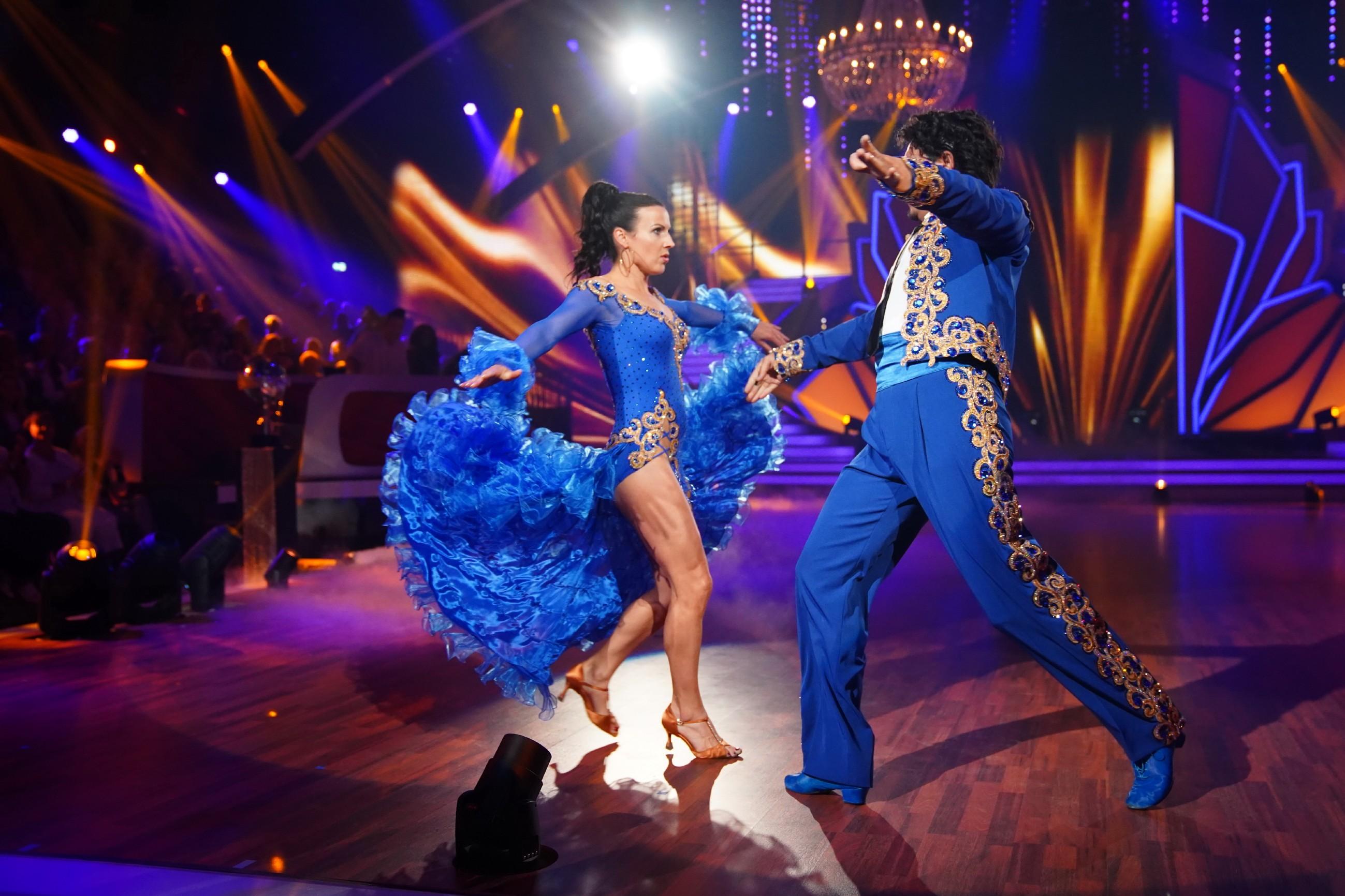 Sabrina Mockenhaupt und Erich Klann tanzen Paso Doble.