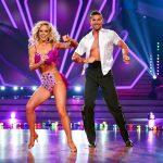 Benjamin Piwko und Isabel Edvardsson tanzen Salsa