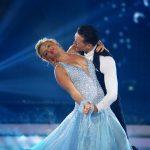 Evelyn Burdecki und Evgeny Vinokurov tanzen einen Langsamen Walzer