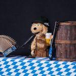 Hans-Peter Kökeny und seine Puppe Seppi