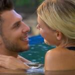 Tim und Gerda kommen sich im Pool näher