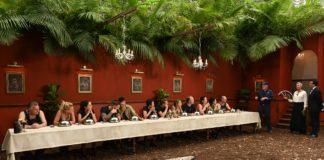 """Dschungelprüfung """"Dinner for twelve"""" - die gleiche Kotzedur, wie jedes Jahr"""". Sonja Zietlow, Daniel Hartwich und Dr. Bob erklären den Kandidaten die heutige Prüfung."""