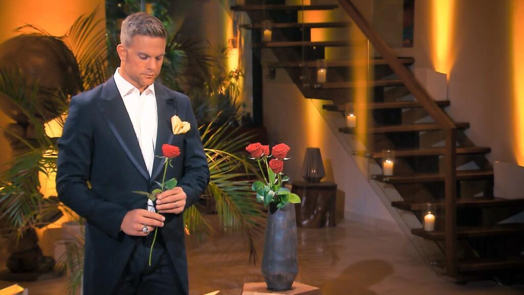 Erneut steht in der sechsten Nacht der Rosen für Sebastian eine schwierige Entscheidung an...