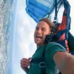 Der Bachelor 2020 Folge 6 - Sebastian genießt den Fallschirmsprung